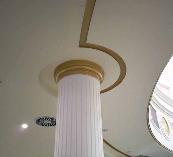 columna-escayola-bajo-cupula-blanca