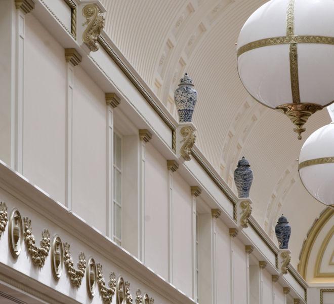 decoracion-clasica-techos-paredes-centro-comercial