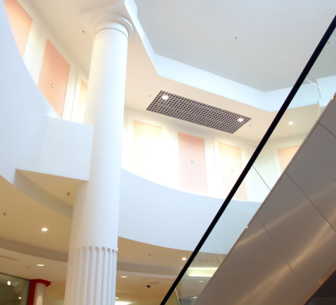 decoracion-escayola-hueco-escaleras-centro-comercial