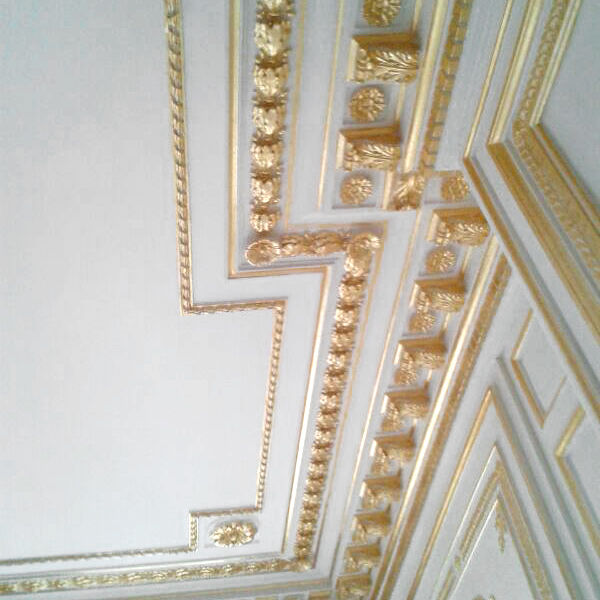 techo-decorado-en-escayola-dorada-en-paris